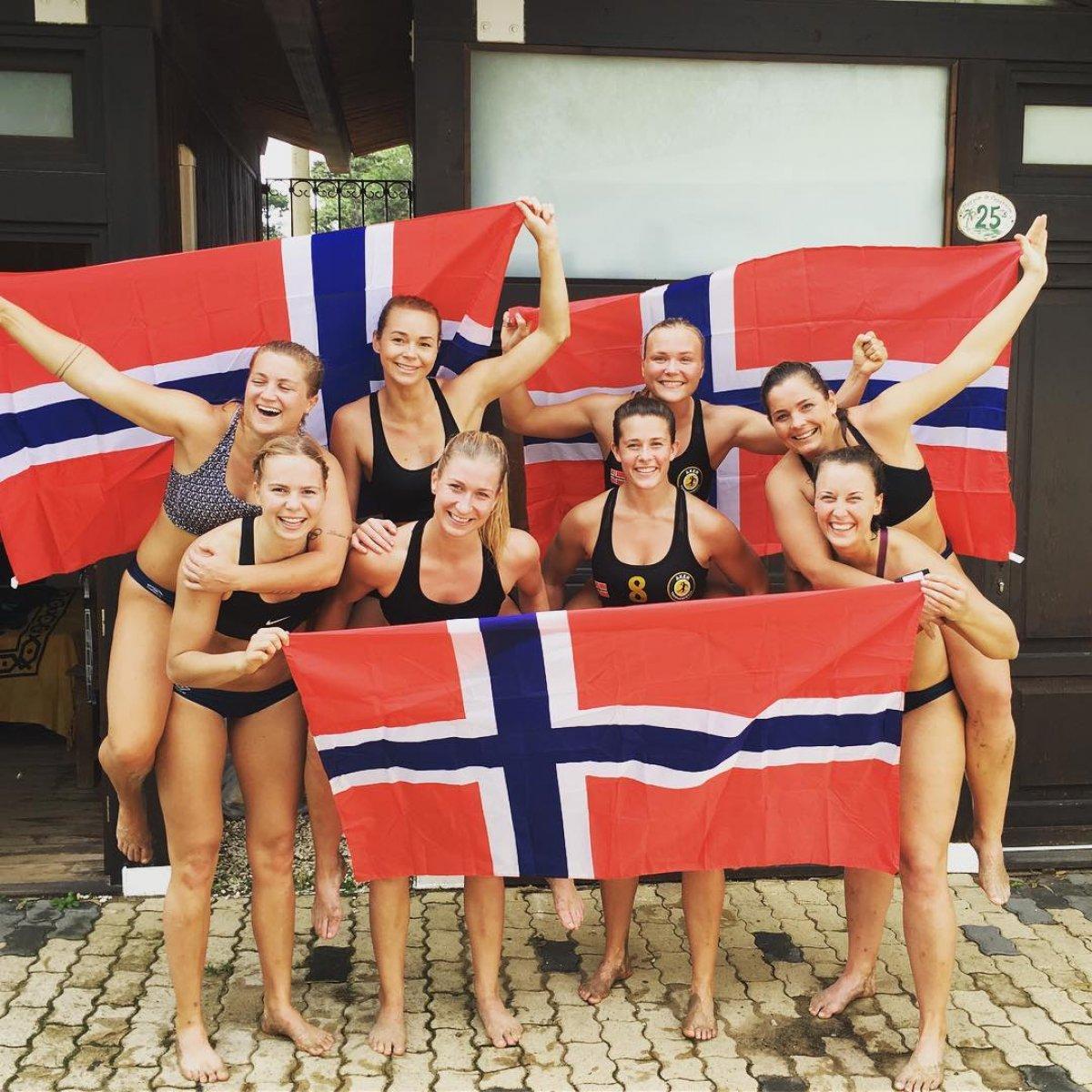 Bikini yerine şort giyen Norveç Kadın Hentbol Takımı ceza alacak #4