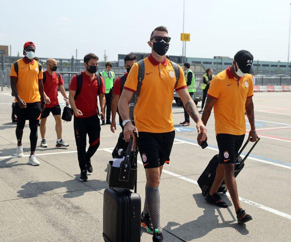 PSV, Galatasaray ın paylaşımına cevap verdi #4