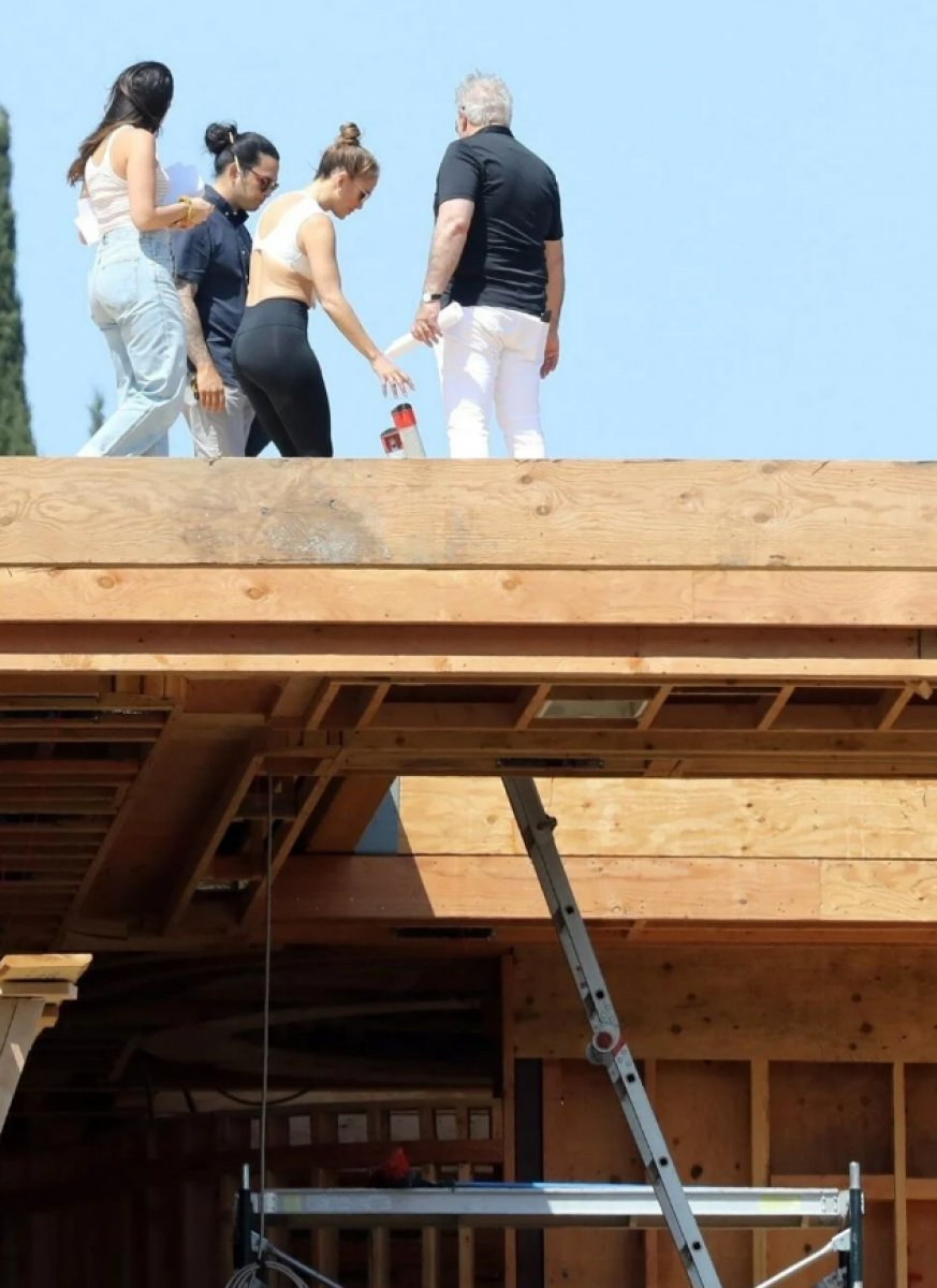 Jennifer Lopez, Ben Affleck ile birlikte yaşayacağı evin inşaatını denetledi  #4