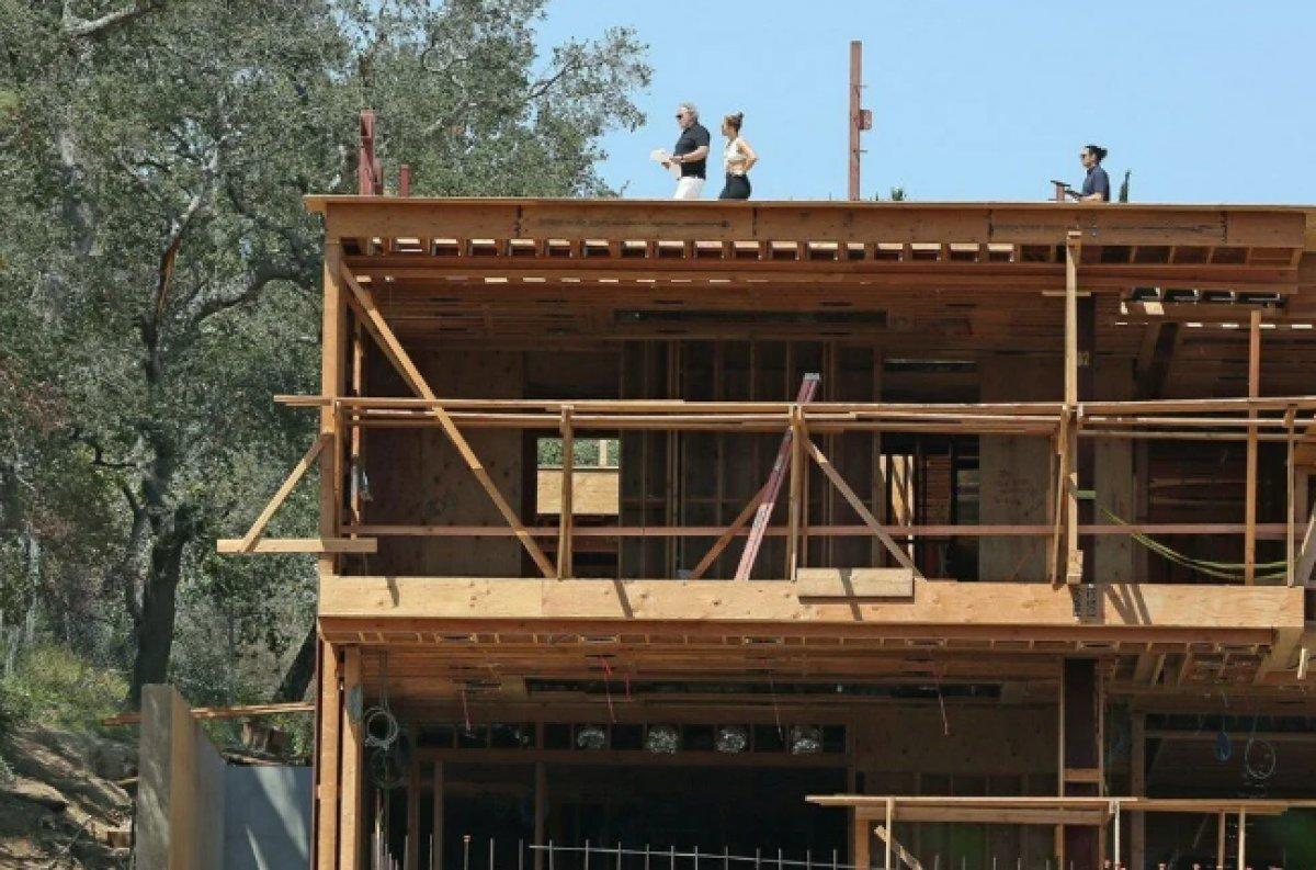 Jennifer Lopez, Ben Affleck ile birlikte yaşayacağı evin inşaatını denetledi  #6