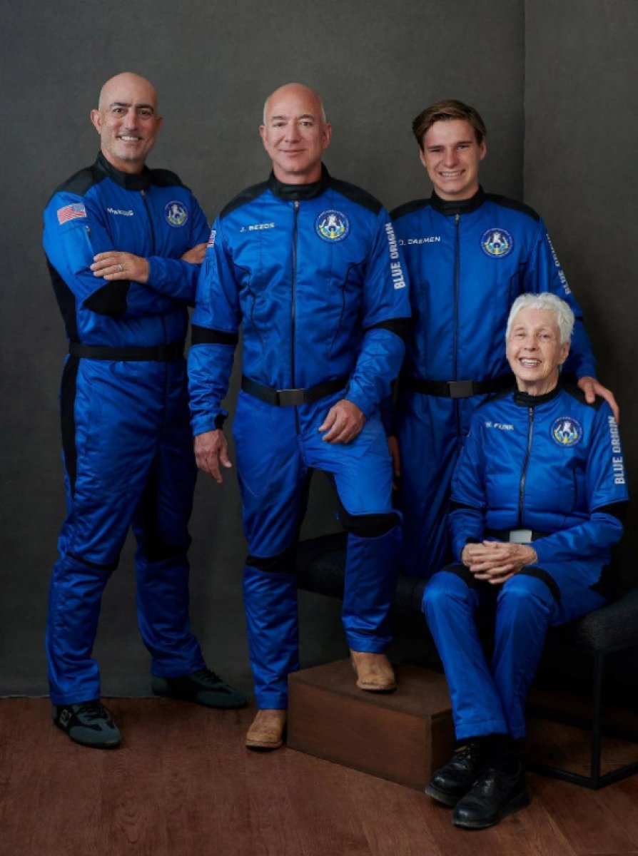 Jeff Bezos ve beraberindeki mürettebatı taşıyan araç uzaya fırlatıldı #5