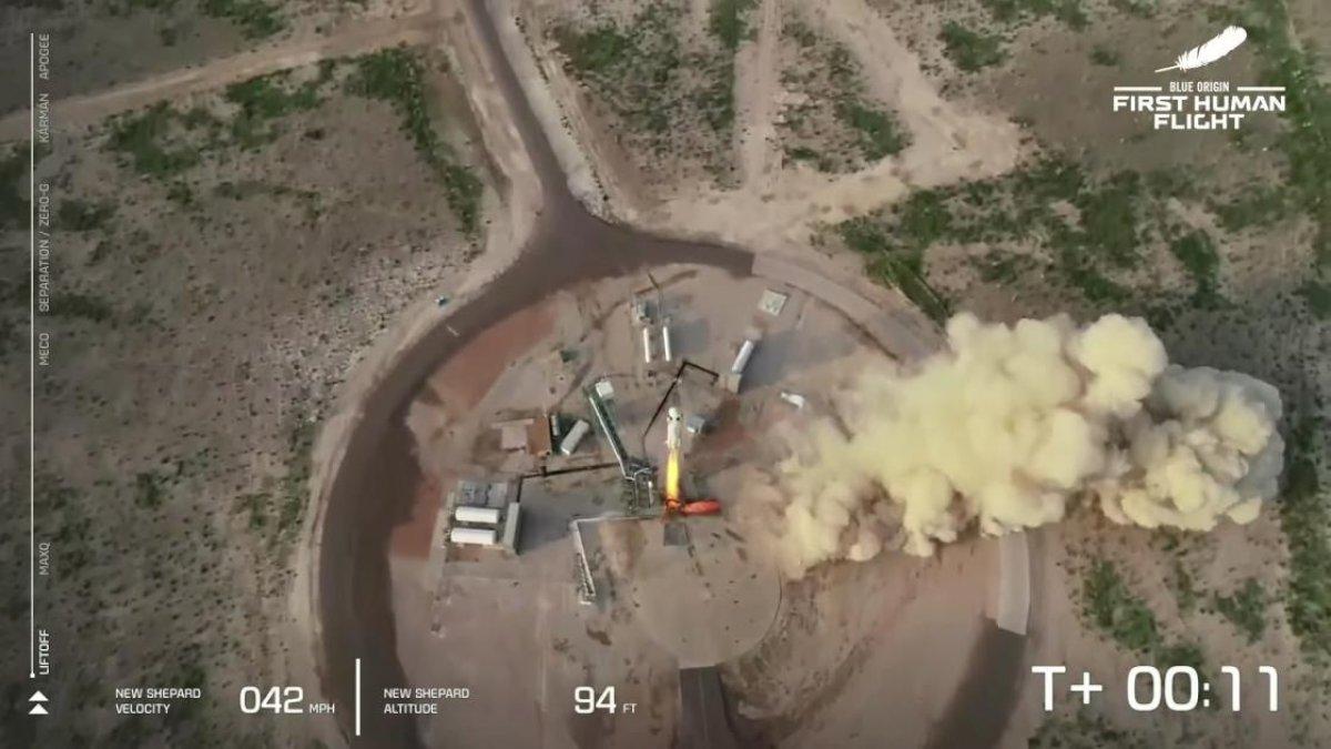 Jeff Bezos ve beraberindeki mürettebatı taşıyan araç uzaya fırlatıldı #3