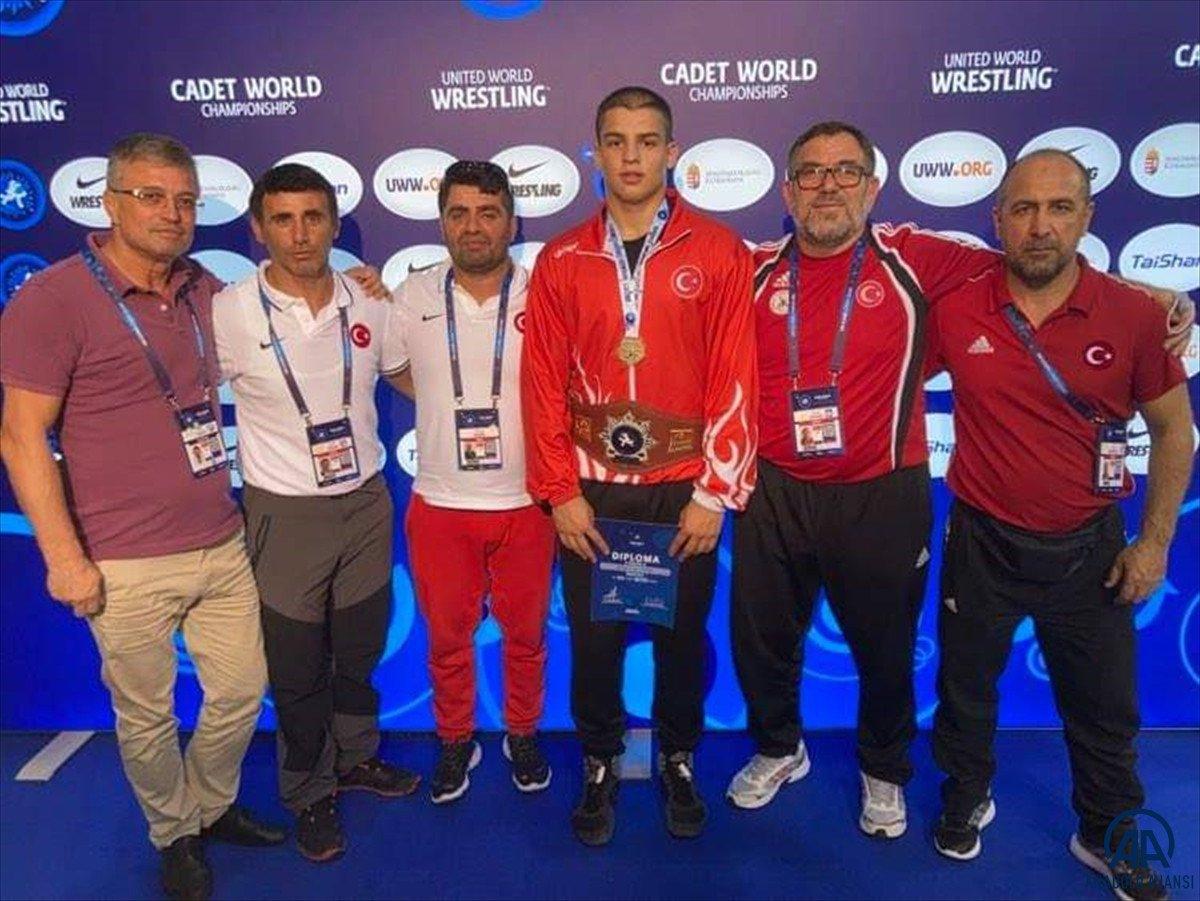 Milli güreşçi Rıfat Eren Gıdak, yıldızlarda dünya şampiyonu oldu #2