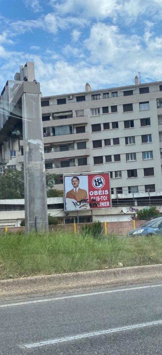 Emmanuel Macron'u Hitler'e benzeten afişlerle soruşturma #2