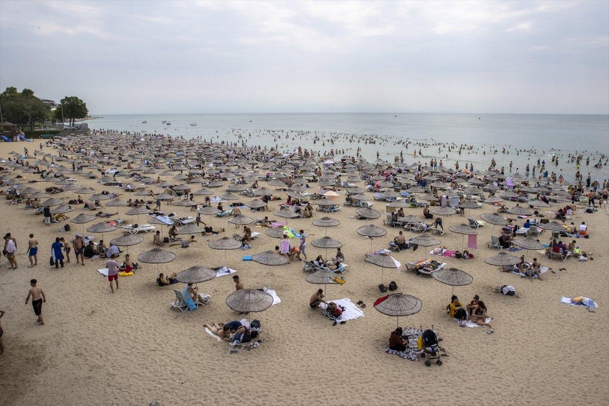 İstanbul da bayramın ikinci günü Güneş Plajı oldu #9