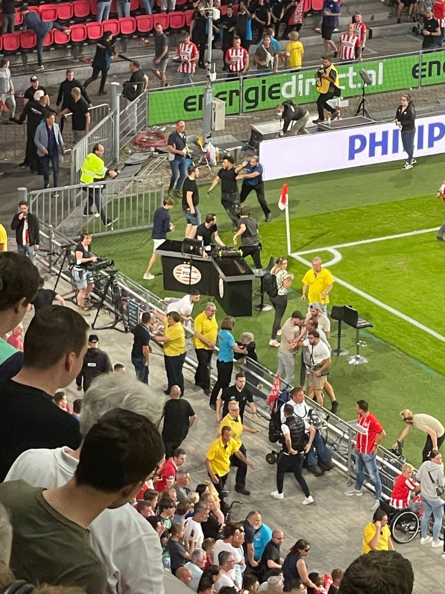 PSV-Galatasaray maçında gerilim #1