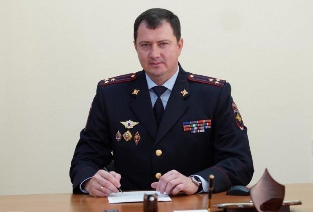 Rusya da polisin evinden altın klozet çıktı #1