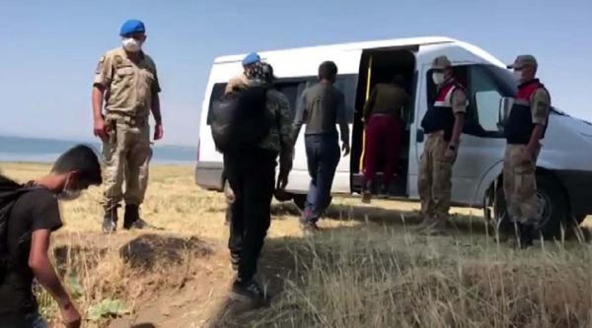 Van da arazide toplu halde ilerleyen 113 kaçak göçmen yakalandı  #2
