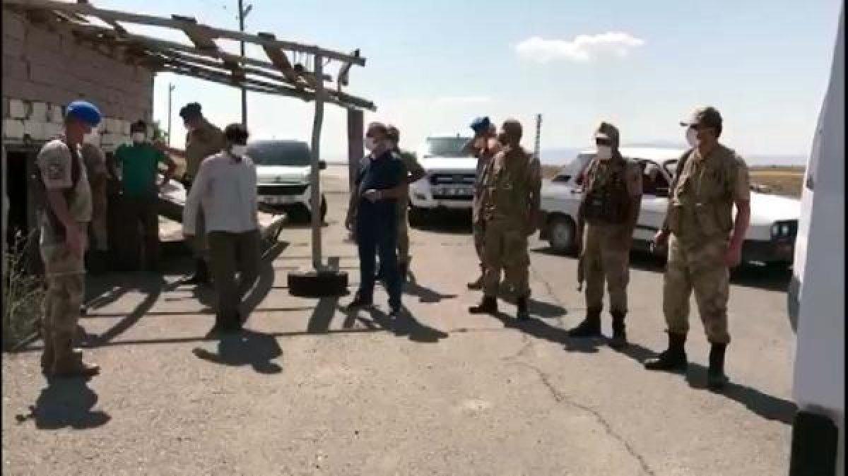 Van da arazide toplu halde ilerleyen 113 kaçak göçmen yakalandı  #3