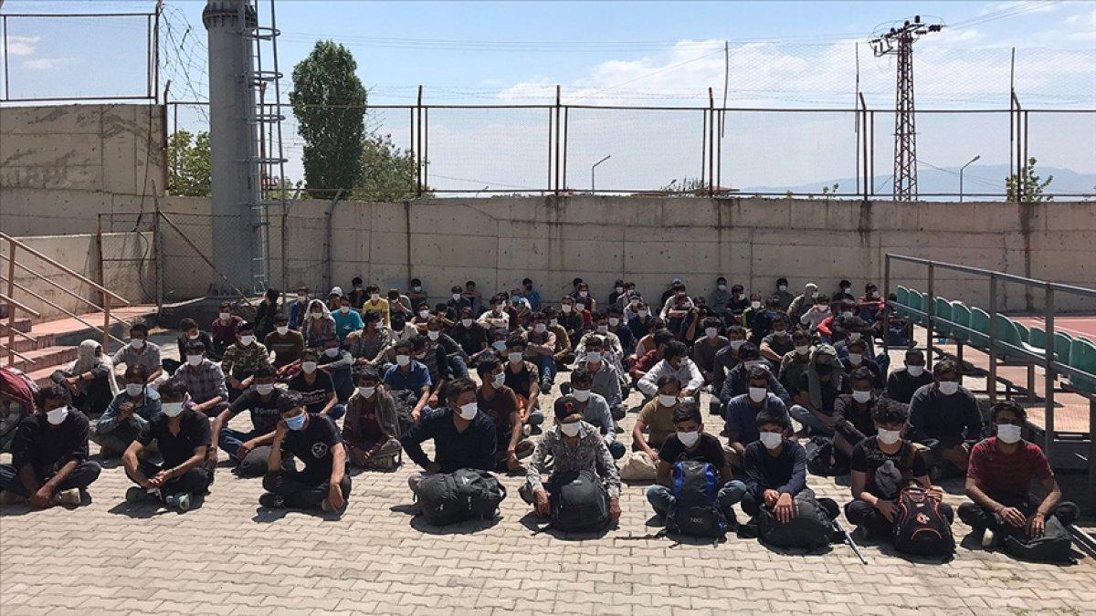 Van da arazide toplu halde ilerleyen 113 kaçak göçmen yakalandı  #1