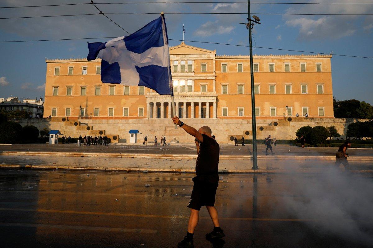 Yunanistan da zorunlu aşı karşıtları sokağa indi #9