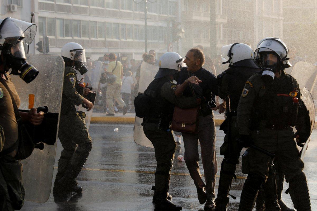 Yunanistan da zorunlu aşı karşıtları sokağa indi #6