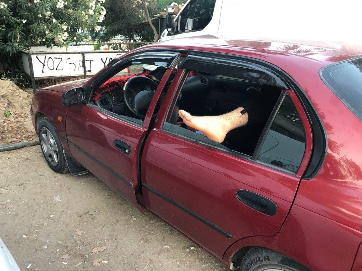 Antalya da otellerde yer bulamayanlar araç ve yerde uyudu #9