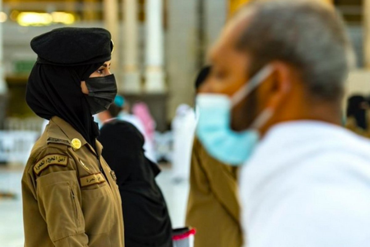 Suudi Arabistan da bir ilk: Kadın güvenlikler Hac sırasında nöbette #3