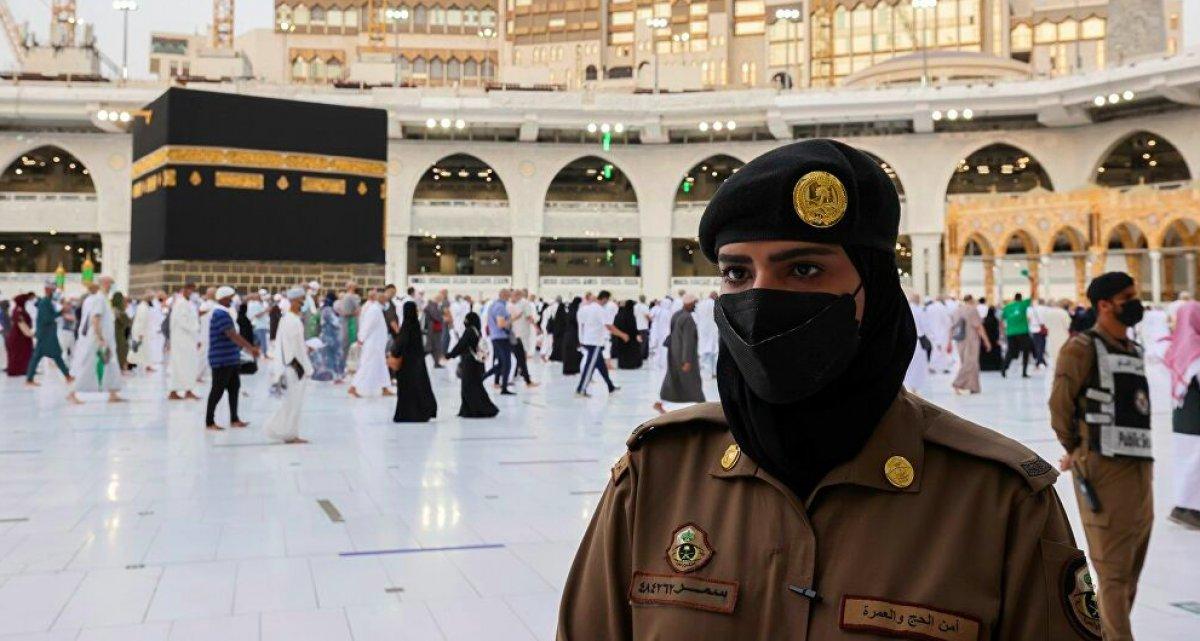 Suudi Arabistan da bir ilk: Kadın güvenlikler Hac sırasında nöbette #1