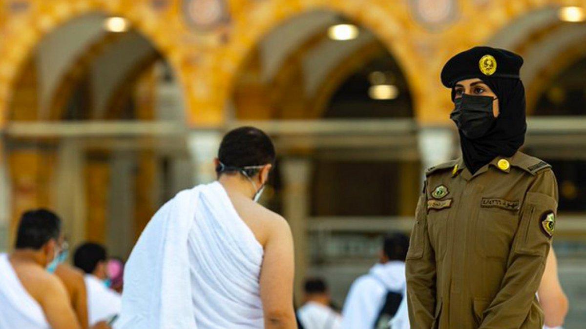 Suudi Arabistan da bir ilk: Kadın güvenlikler Hac sırasında nöbette #2