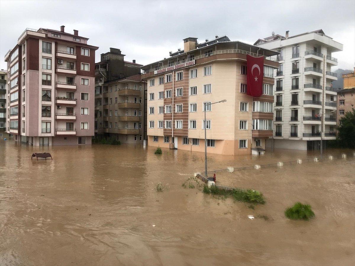 Doğu Karadeniz de sağanak yağış etkisini gösterdi #5