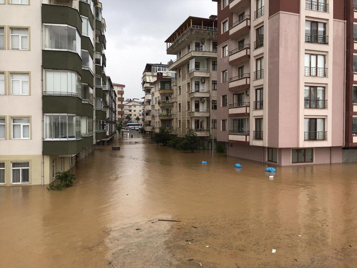 Doğu Karadeniz de sağanak yağış etkisini gösterdi #6