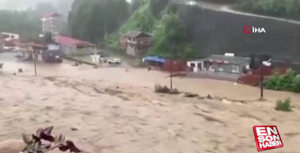 Doğu Karadeniz de sağanak yağış etkisini gösterdi #2