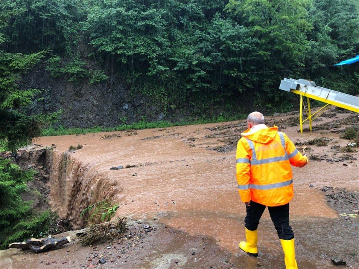 Doğu Karadeniz de sağanak yağış etkisini gösterdi #9