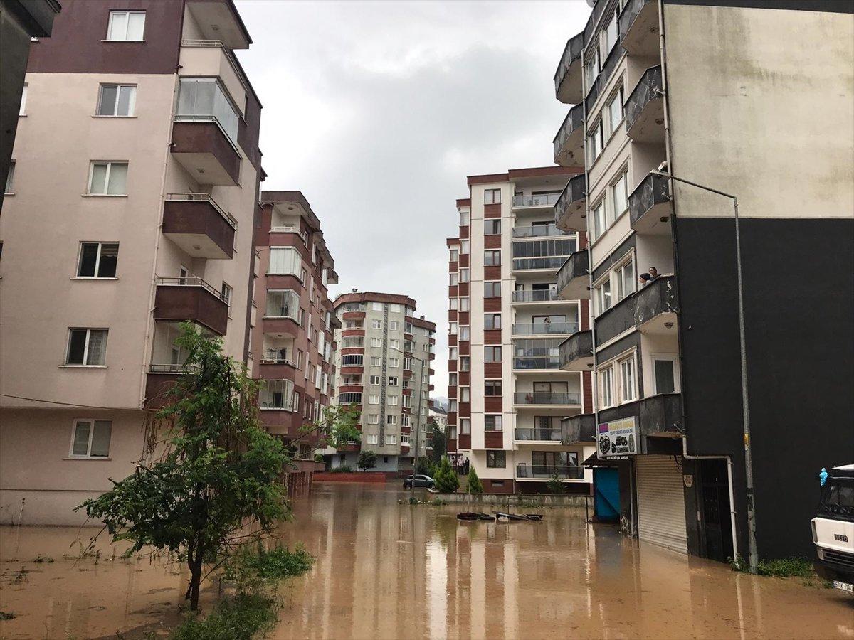 Doğu Karadeniz de sağanak yağış etkisini gösterdi #19