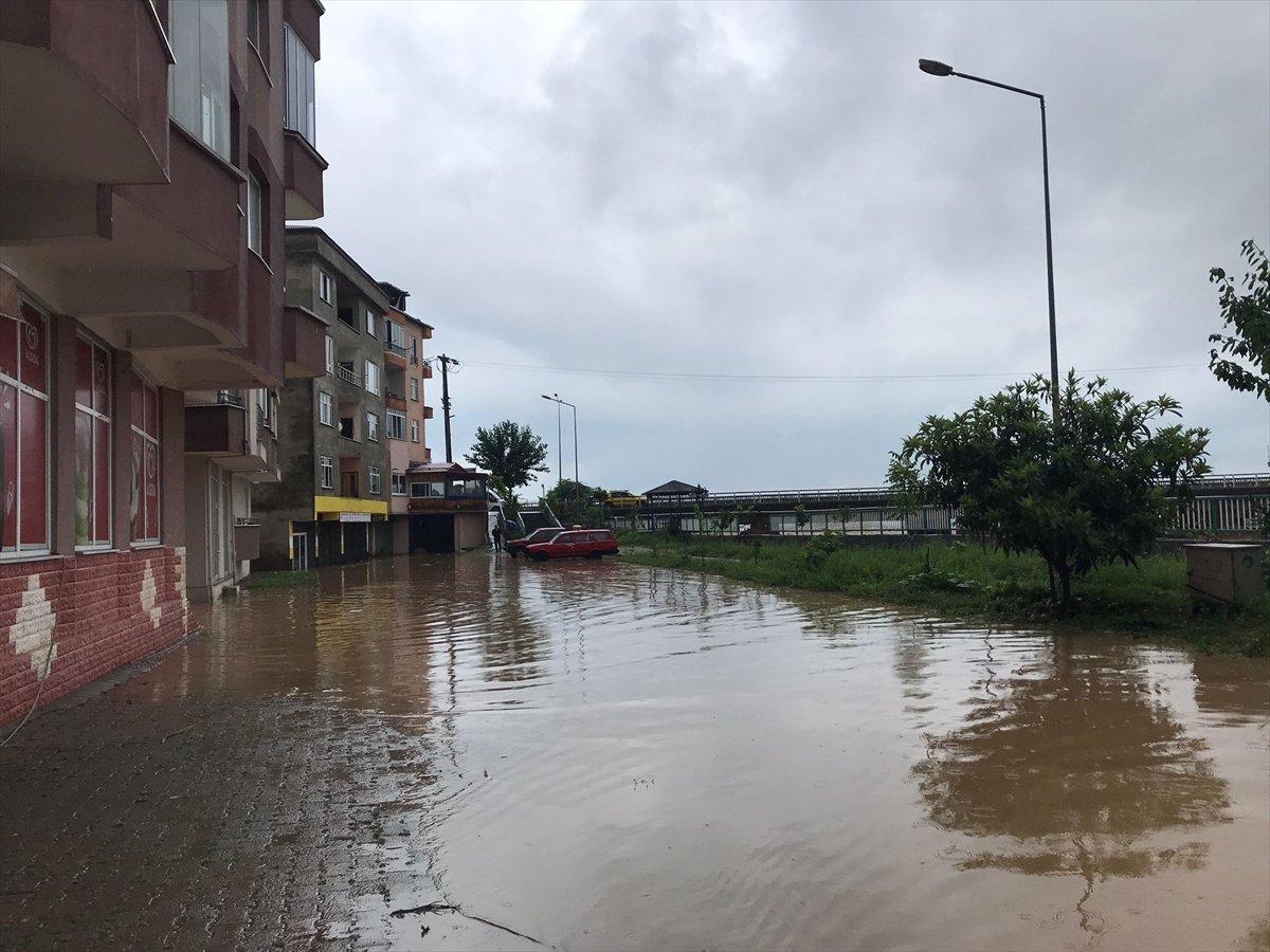 Doğu Karadeniz de sağanak yağış etkisini gösterdi #15