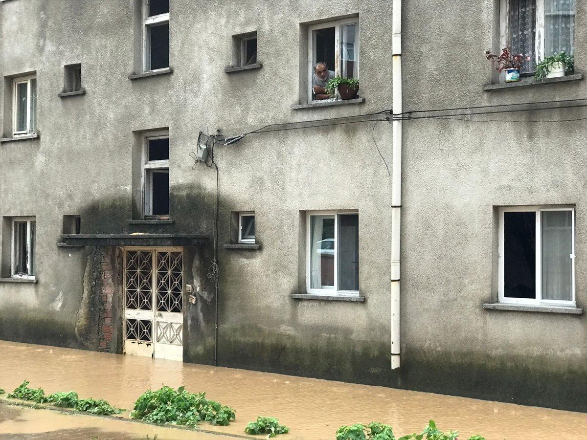Doğu Karadeniz de sağanak yağış etkisini gösterdi #18
