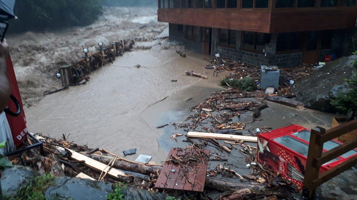 Doğu Karadeniz de sağanak yağış etkisini gösterdi #1