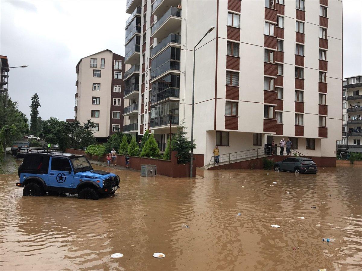 Doğu Karadeniz de sağanak yağış etkisini gösterdi #17