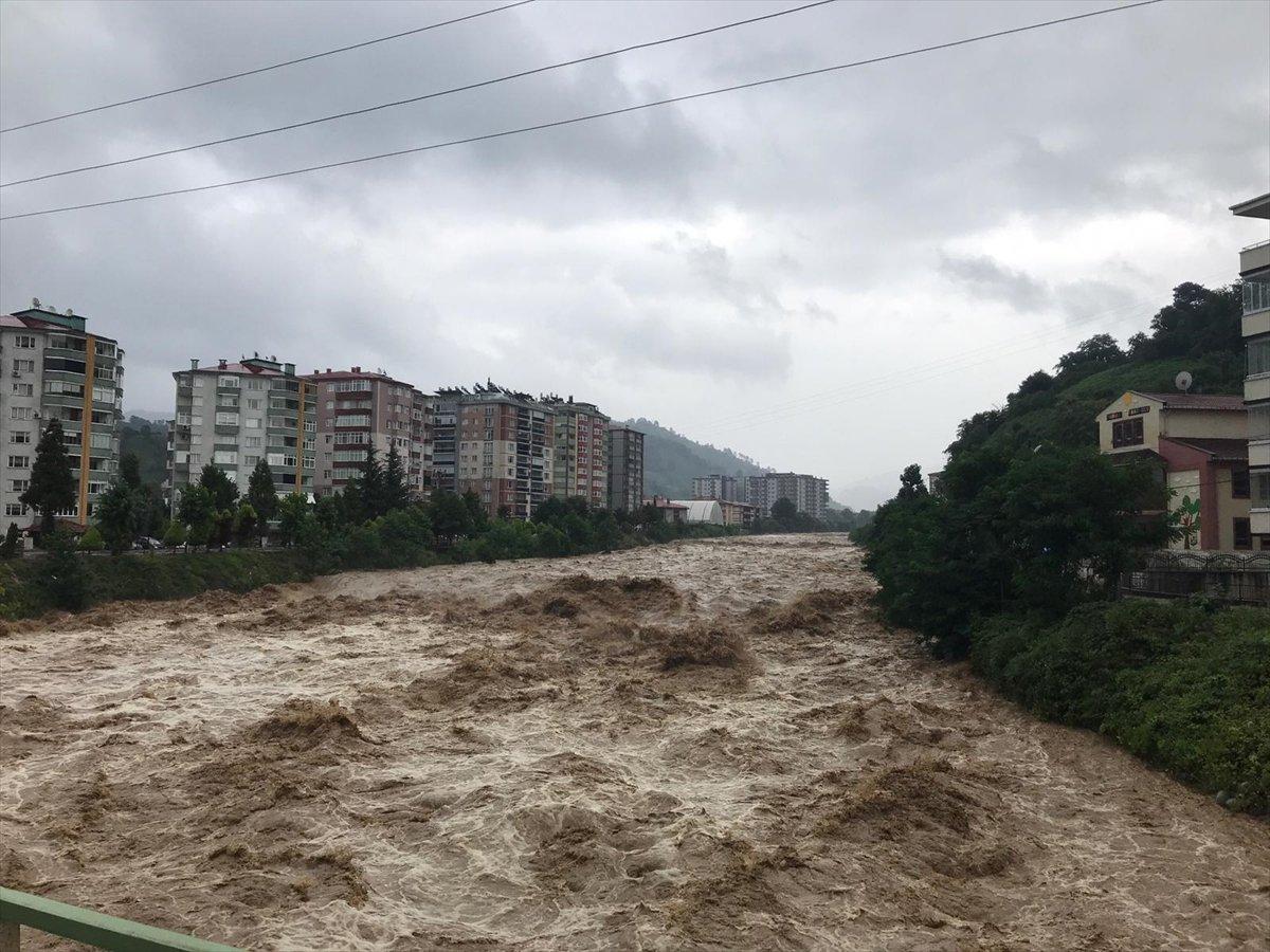 Doğu Karadeniz de sağanak yağış etkisini gösterdi #12