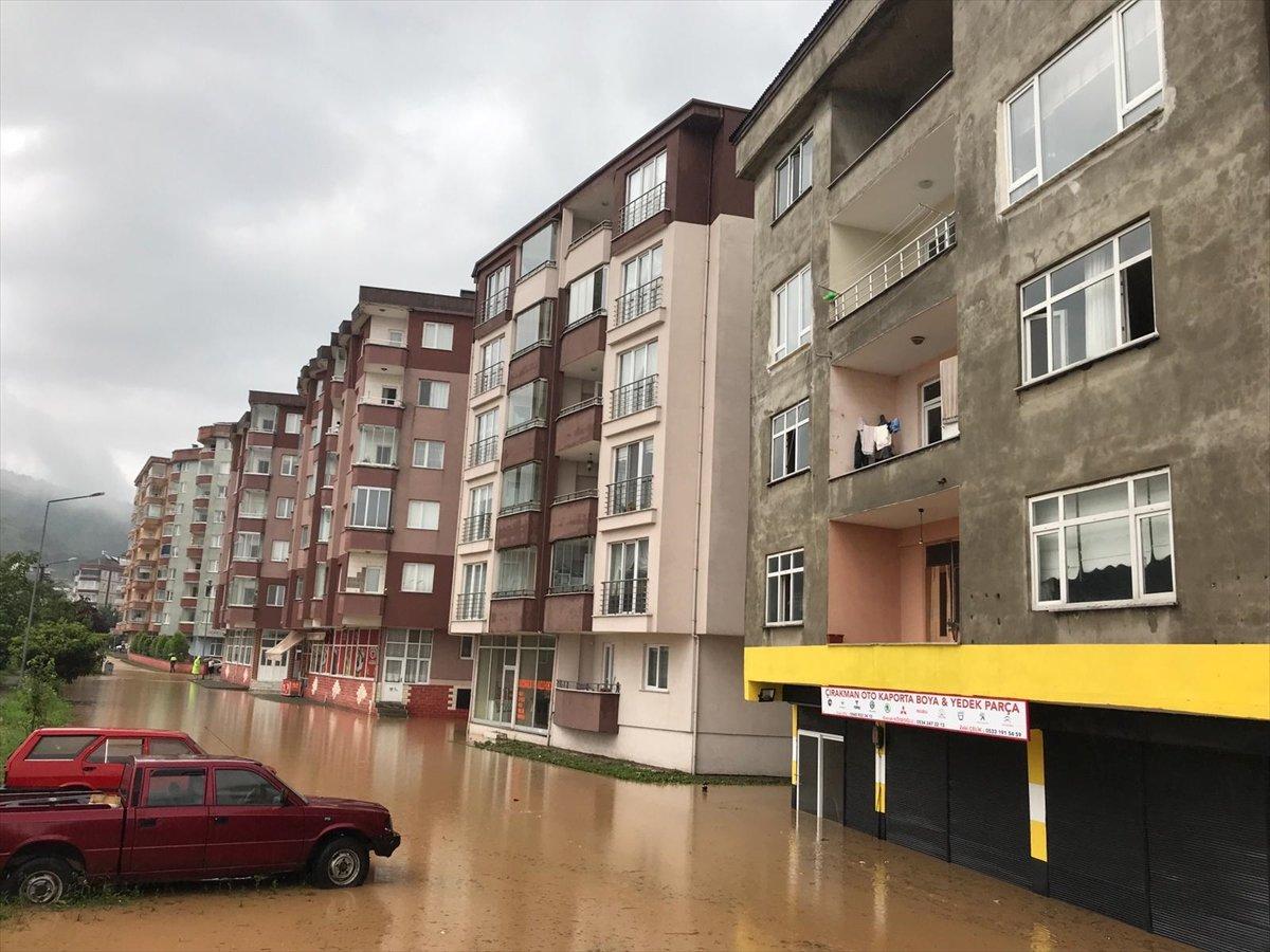 Doğu Karadeniz de sağanak yağış etkisini gösterdi #13