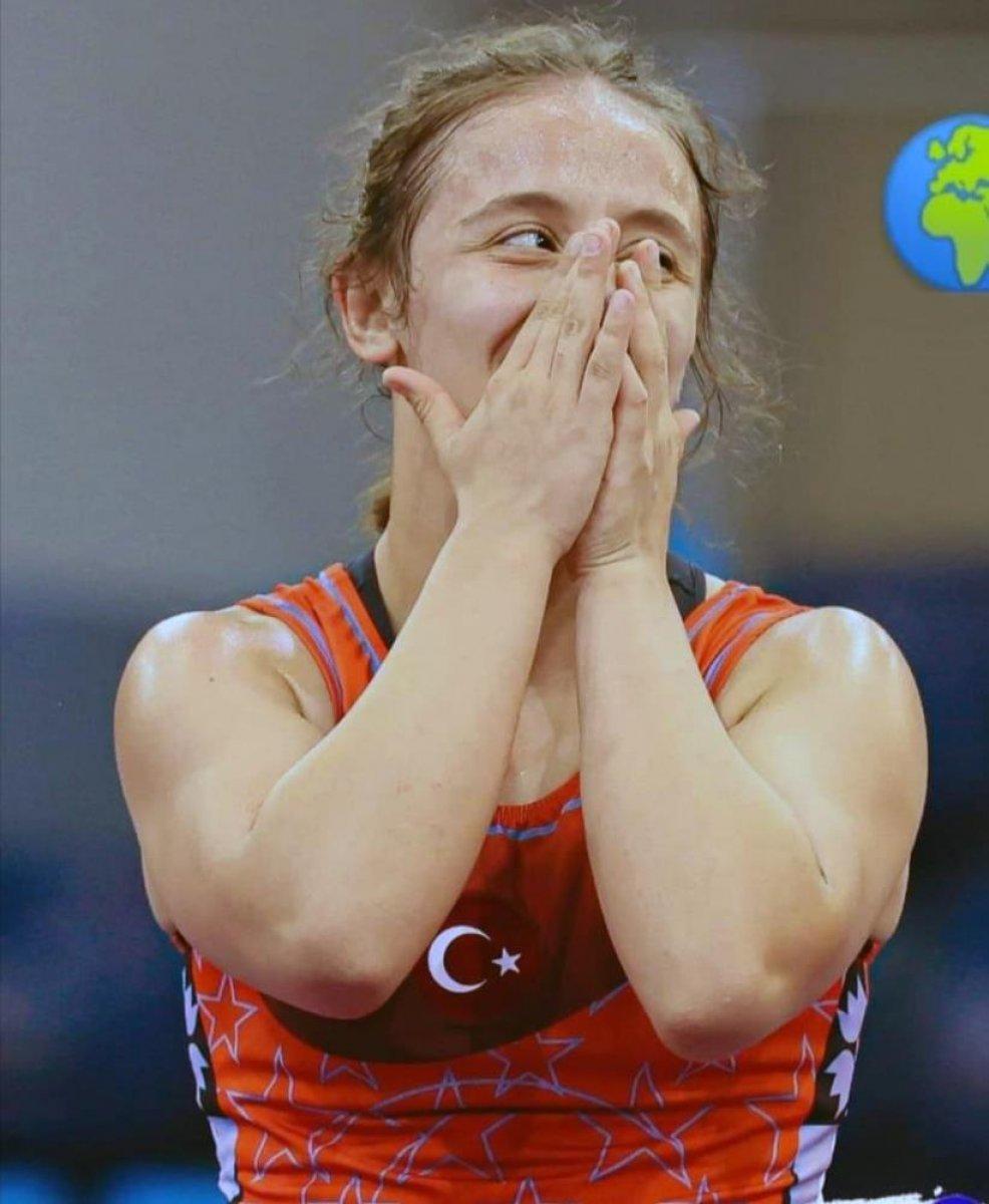 Milli Güreşçi Selvi İlyasoğlu Dünya Şampiyonu oldu #1