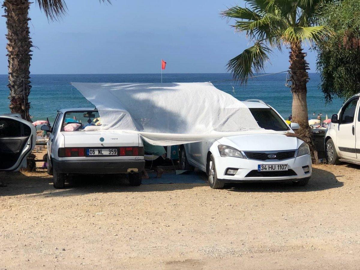 Antalya da otellerde yer kalmayınca tatilciler dışarda yattı #13