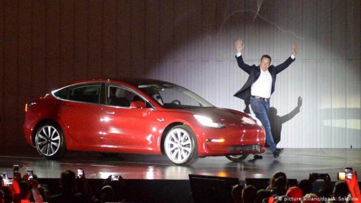 Tesla aracında fare izleri ortaya çıktı