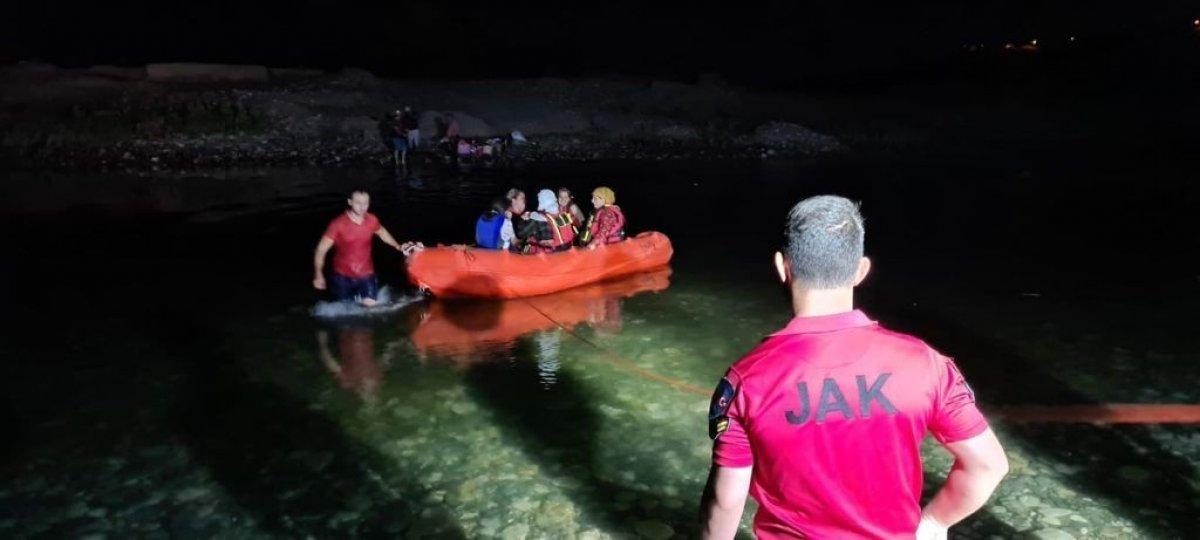 Dicle Nehri kenarında mahsur kalan 21 vatandaş kurtarıldı #2