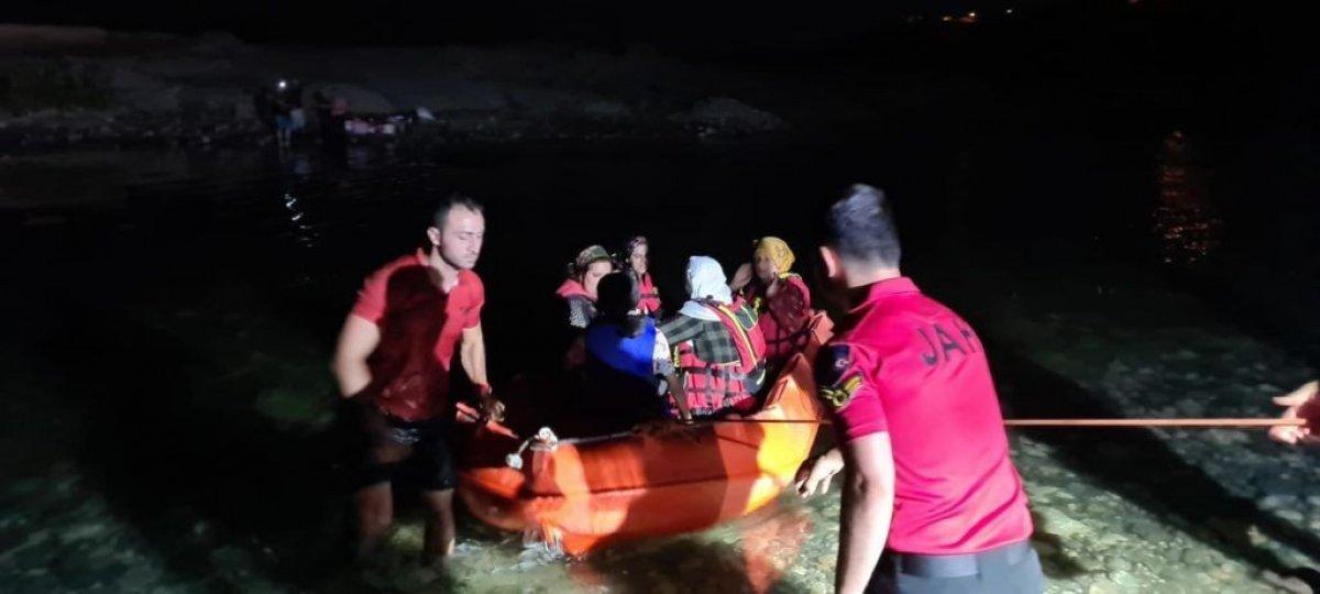 Dicle Nehri kenarında mahsur kalan 21 vatandaş kurtarıldı #4