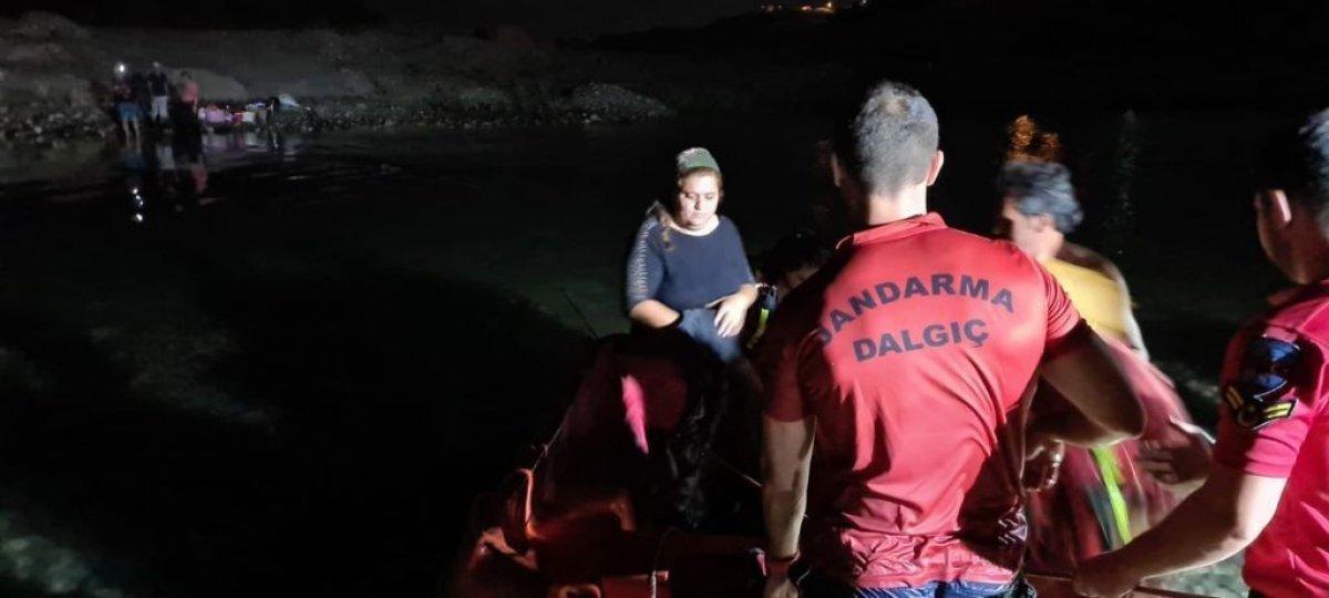 Dicle Nehri kenarında mahsur kalan 21 vatandaş kurtarıldı #3