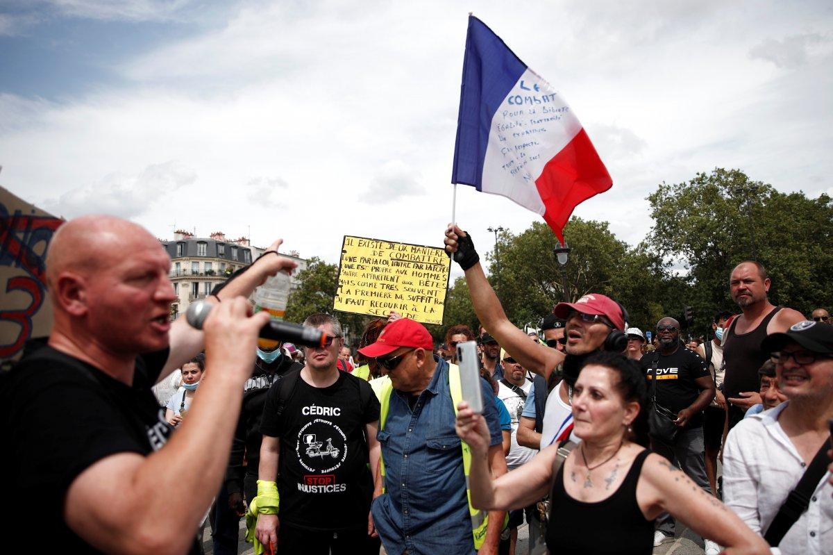 İngiltere ve Fransa da koronavirüs önlemleri protesto edildi  #3