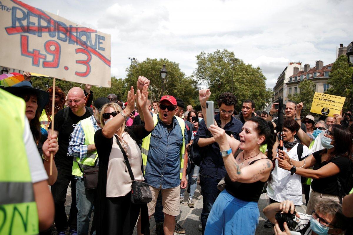 İngiltere ve Fransa da koronavirüs önlemleri protesto edildi  #6