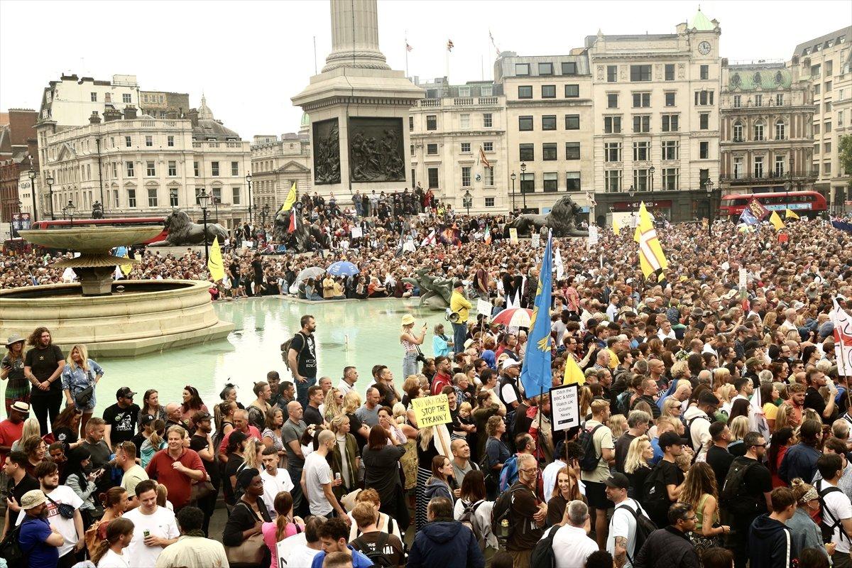 İngiltere ve Fransa da koronavirüs önlemleri protesto edildi  #8