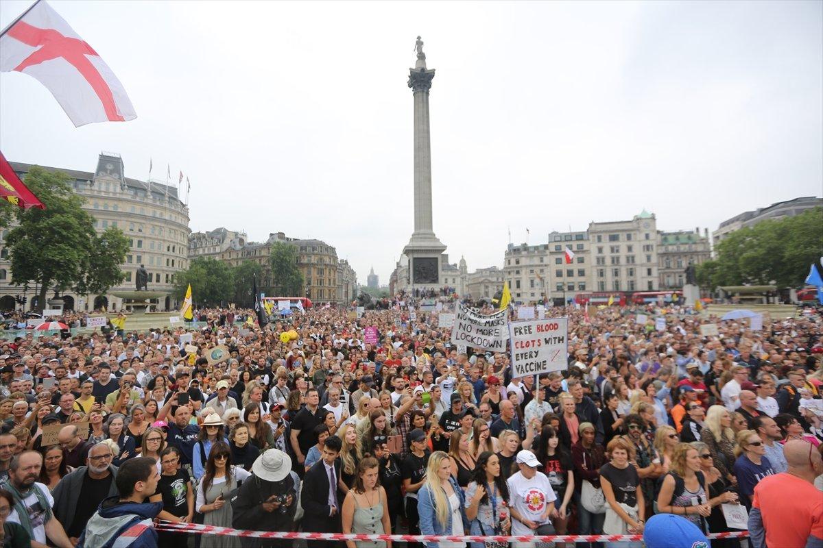 İngiltere ve Fransa da koronavirüs önlemleri protesto edildi  #1