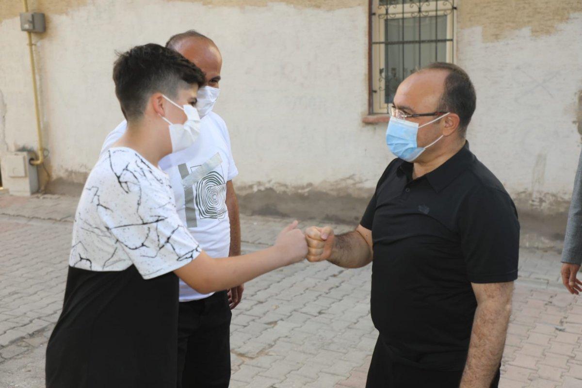 Elazığ da 11 yaşındaki çocuk davet etti, Vali  Erkaya Yırık icabet etti #1