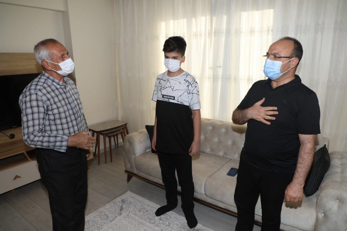 Elazığ da 11 yaşındaki çocuk davet etti, Vali  Erkaya Yırık icabet etti #2