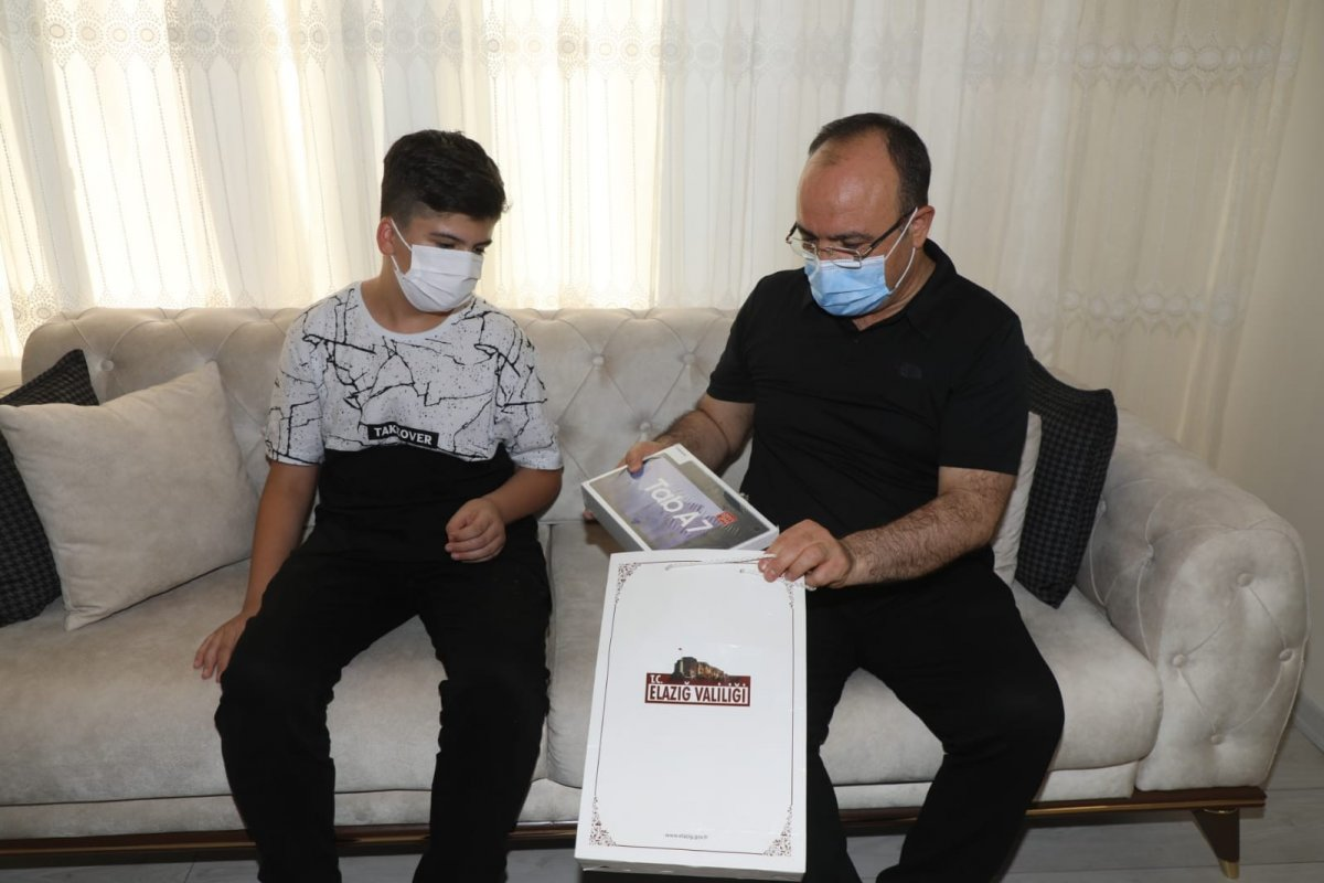 Elazığ da 11 yaşındaki çocuk davet etti, Vali  Erkaya Yırık icabet etti #4