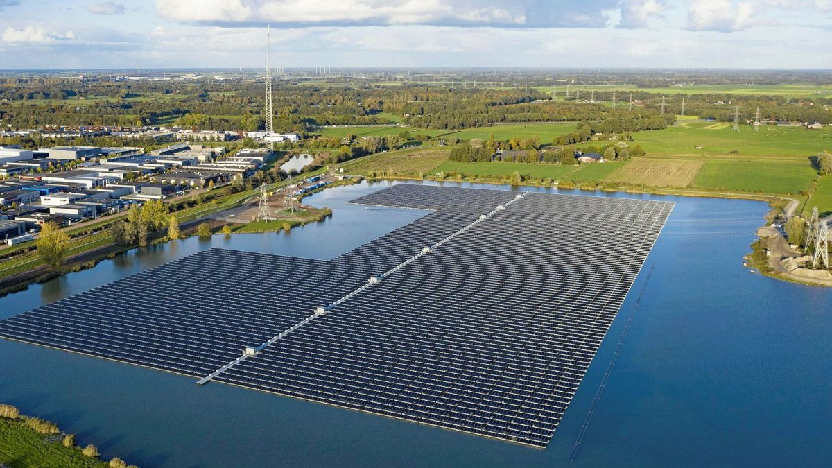 Dünyanın en büyük yüzen güneş paneli çiftliği Endonezyada kuruluyor