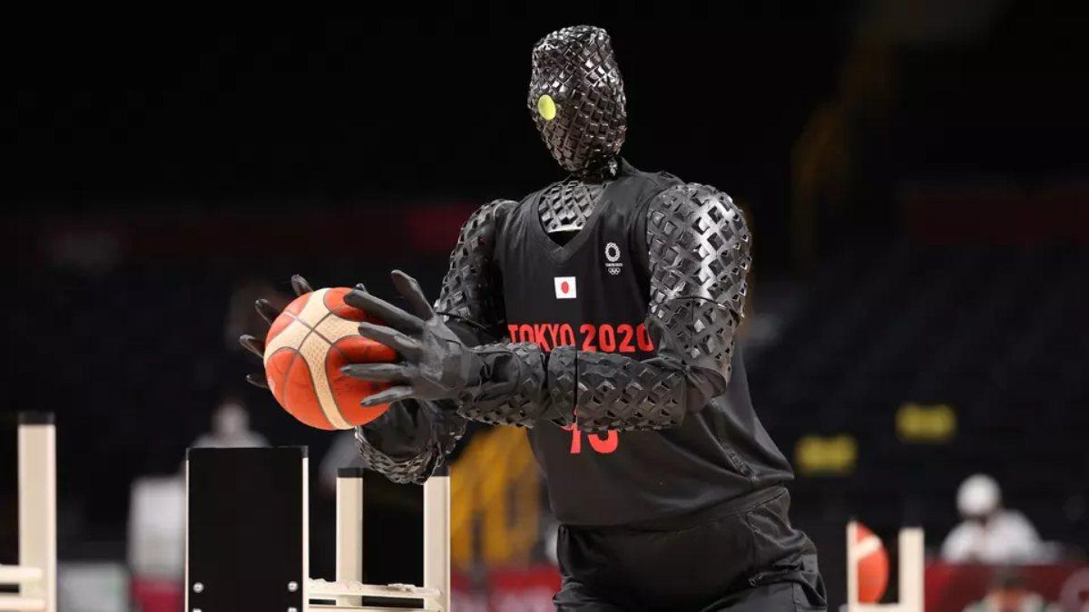 Tokyo Olimpiyatlarında basketbol robotundan gösteri