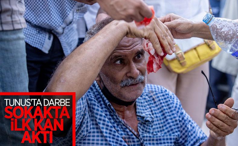 Tunus polisinden darbe karşıtları ve destekçilerine müdahale