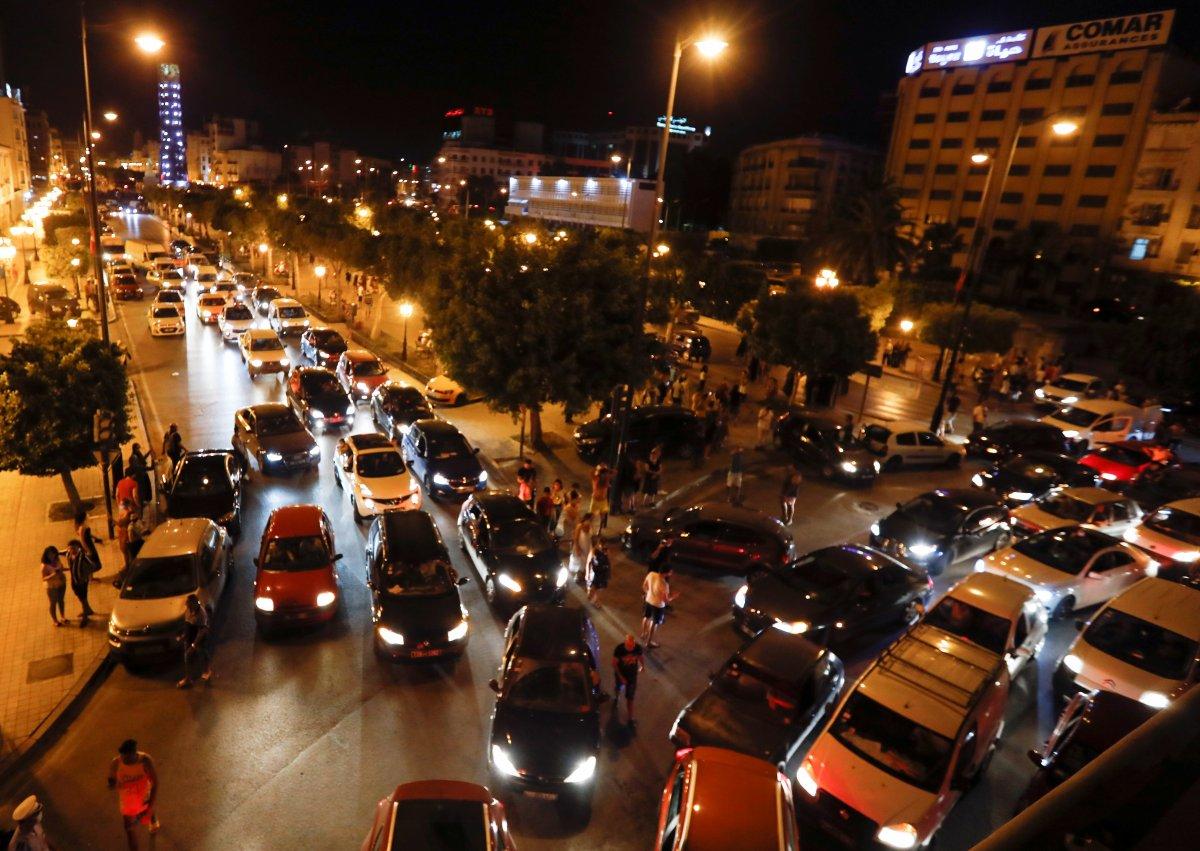 Tunus Cumhurbaşkanı, Başbakan Meşişi yi görevden aldı #6
