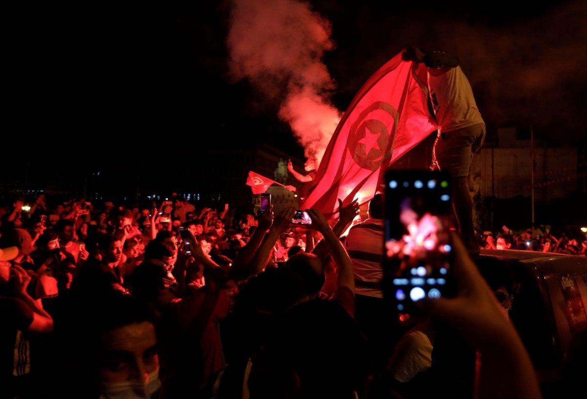Tunus Cumhurbaşkanı, Başbakan Meşişi yi görevden aldı #4