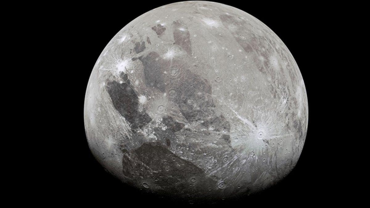 Jüpiterin uydusu Ganymedein atmosferinde su buharı bulundu